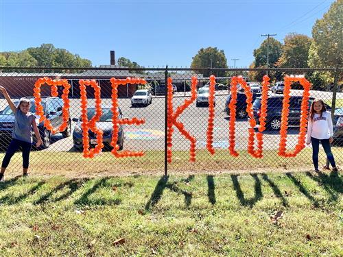 "Vienna School Counselor and Students Say ""Be Kind"""