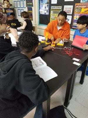 Building Circuits in 7th Grade
